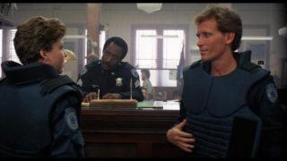 Première rencontre entre les agents Murphy et Lewis